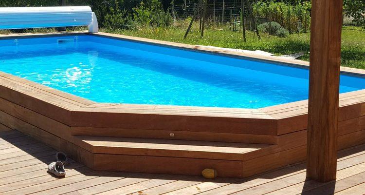 comment choisir entre une piscine en bois et une piscine sur mesure. Black Bedroom Furniture Sets. Home Design Ideas